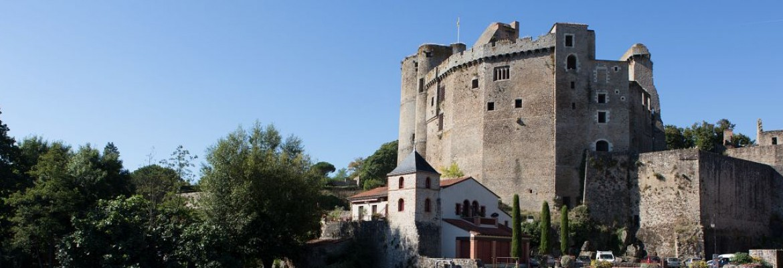 Les personnages du château de Clisson vous guident...